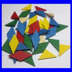 40 חלקי עץ צבעוניים – להרכבת מאות צורות או כחומר גלם – משולש, מעוין, מקבילית